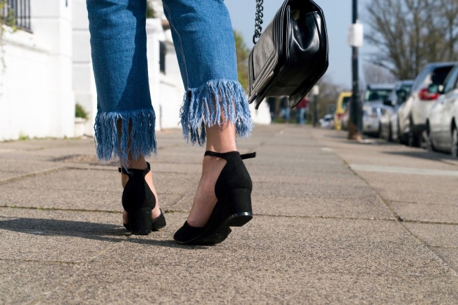 liv-in-fashion-frayed-hem-jeans-4.jpg